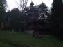 Dřevěné sochy a kostelíček